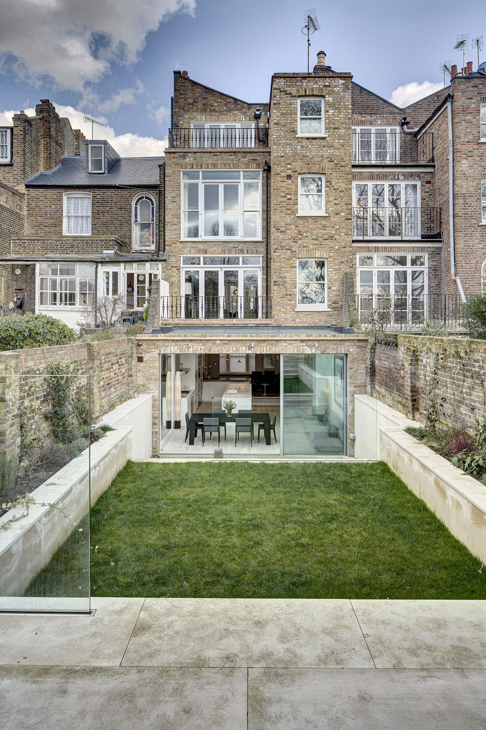 Ravenscourt Road House by DOSarchitects (1)