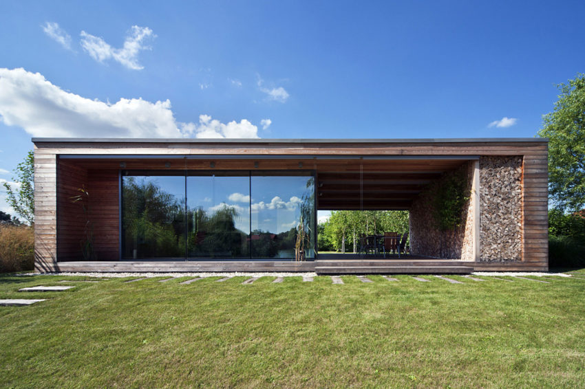 Holiday Cottage by Tóth Project Architect Office (4)