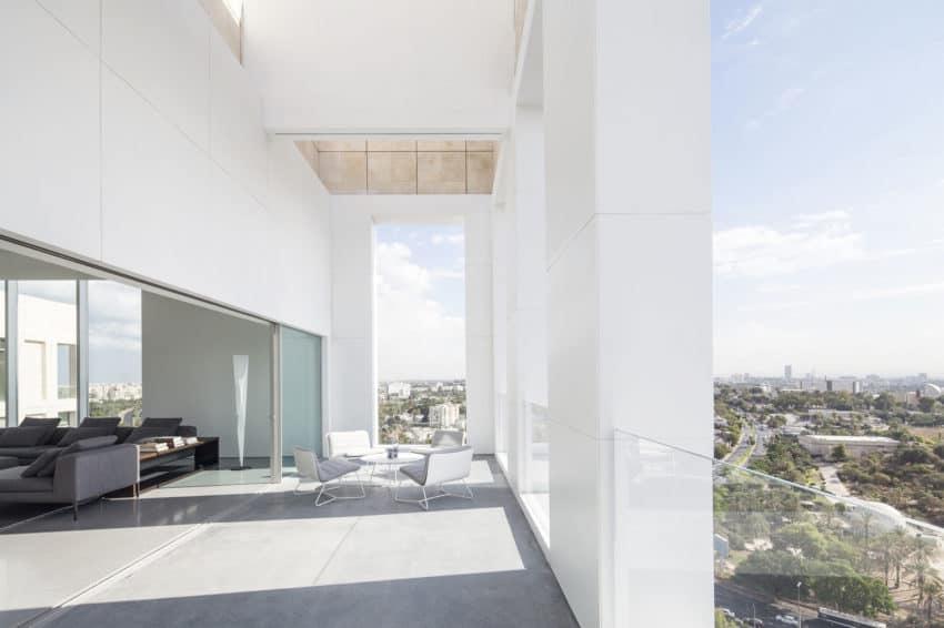 Layers of White by Pitsou Kedem Architects (1)