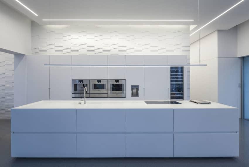 Layers of White by Pitsou Kedem Architects (23)