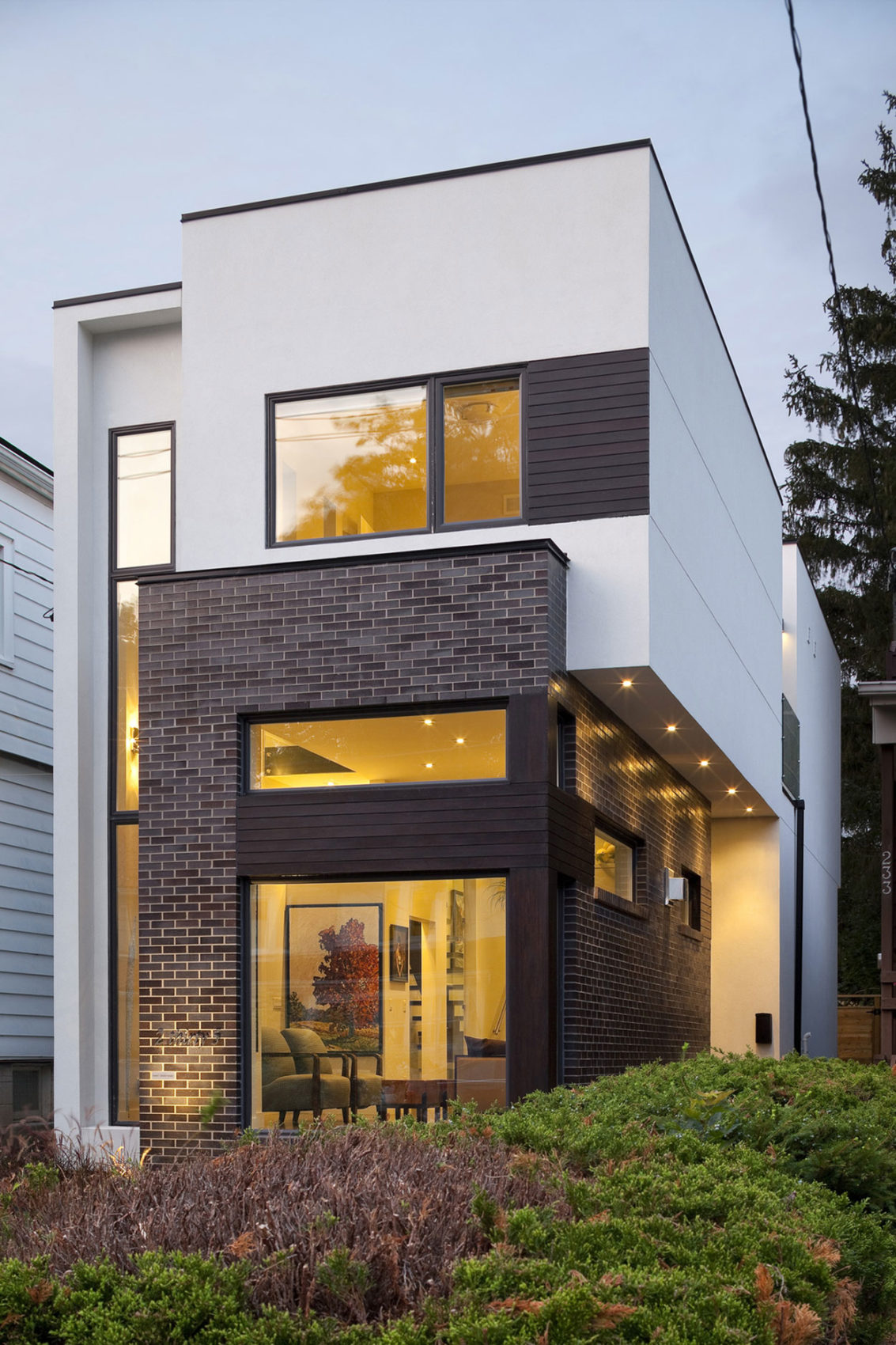 Linear House by Nano Design Build (2)