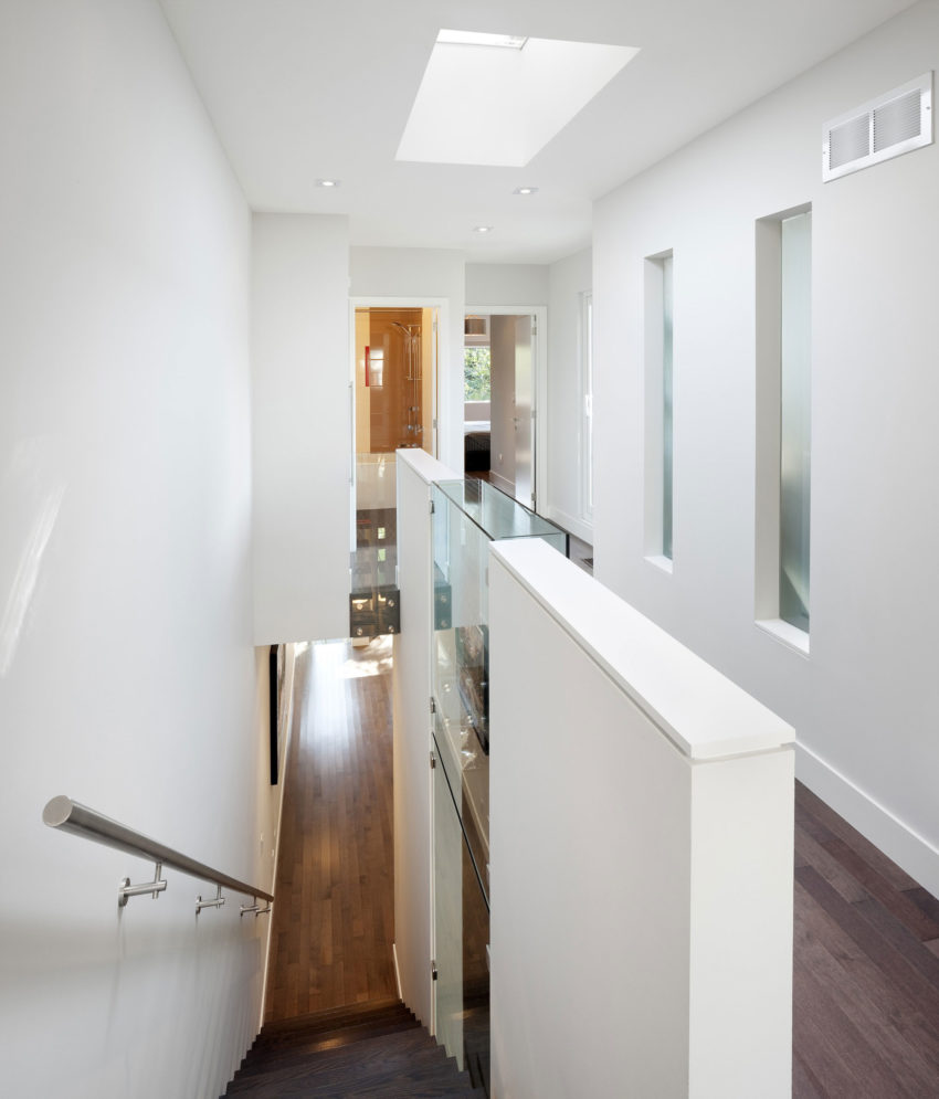 Linear House by Nano Design Build (8)