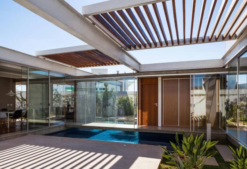 Sliding Pergolas House by FGMF Arquitetos (2)