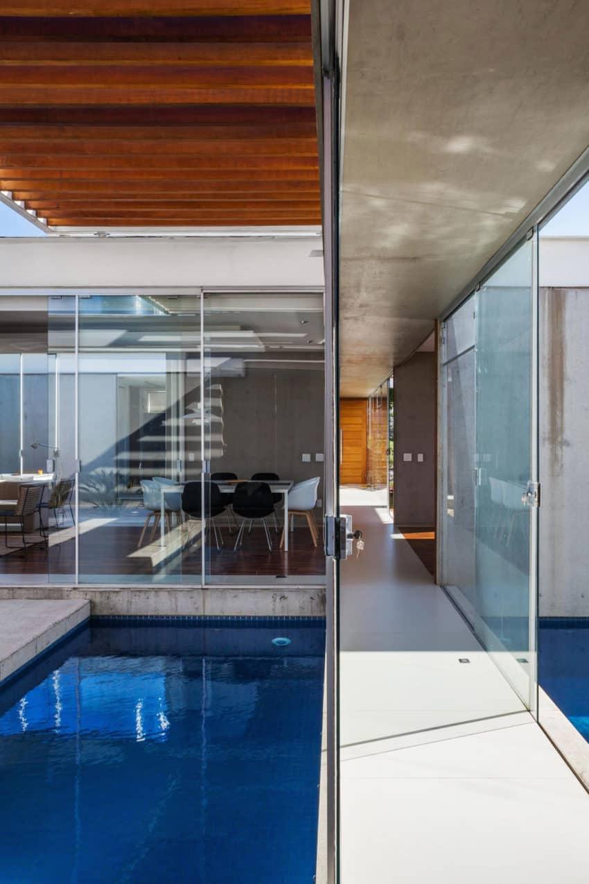 Sliding Pergolas House by FGMF Arquitetos (4)