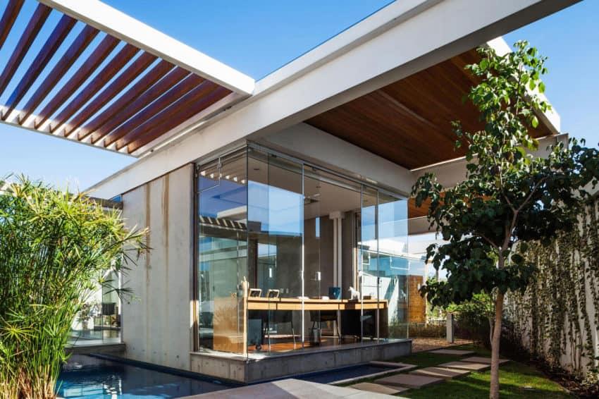 Sliding Pergolas House by FGMF Arquitetos (5)