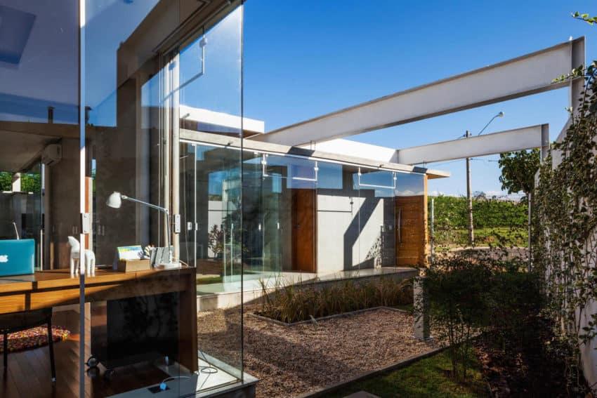 Sliding Pergolas House by FGMF Arquitetos (8)