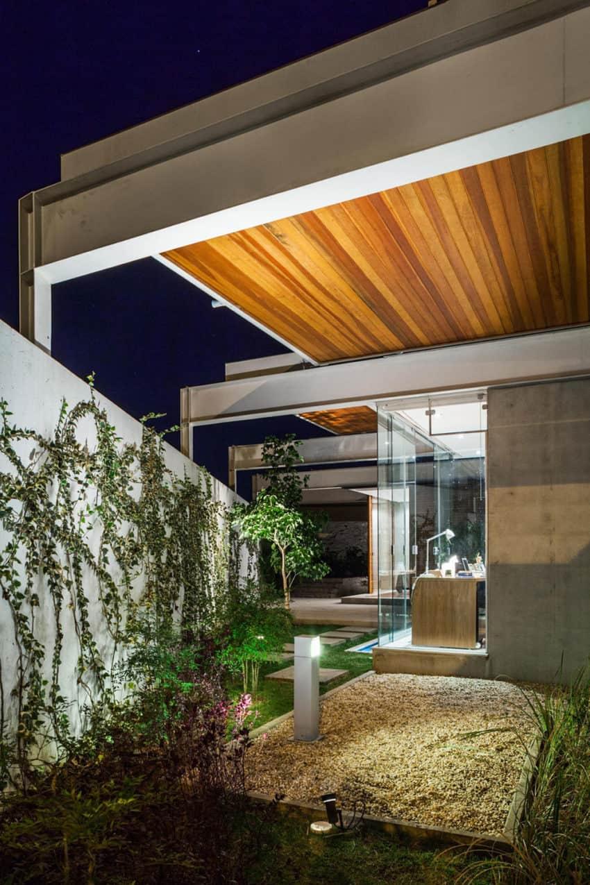 Sliding Pergolas House by FGMF Arquitetos (17)