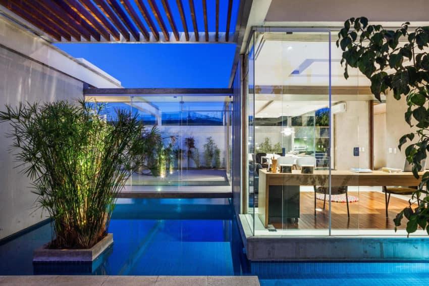 Sliding Pergolas House by FGMF Arquitetos (18)
