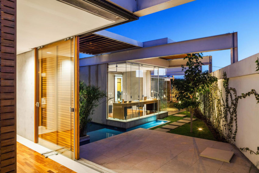 Sliding Pergolas House by FGMF Arquitetos (19)