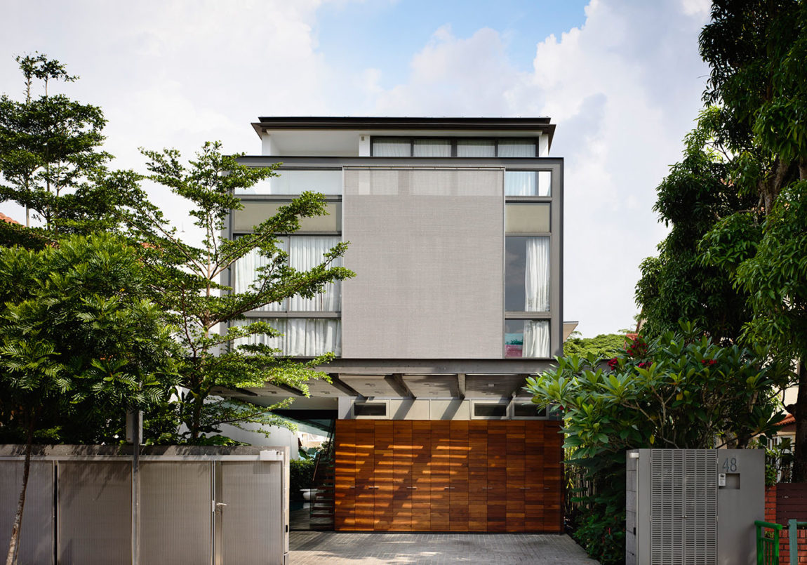 Discreetly Detached Modern Family by HYLA Architects (1)