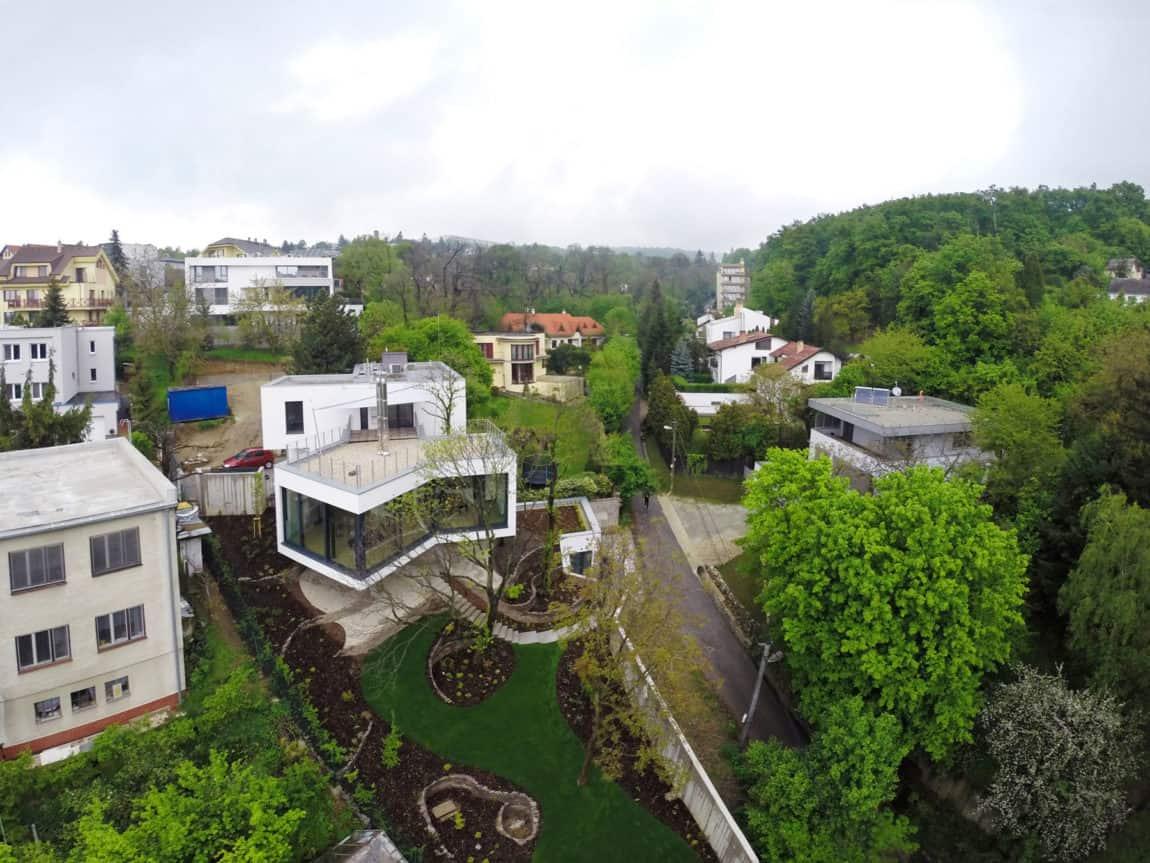 House Between The Trees By Architekti Šebo Lichý (1)