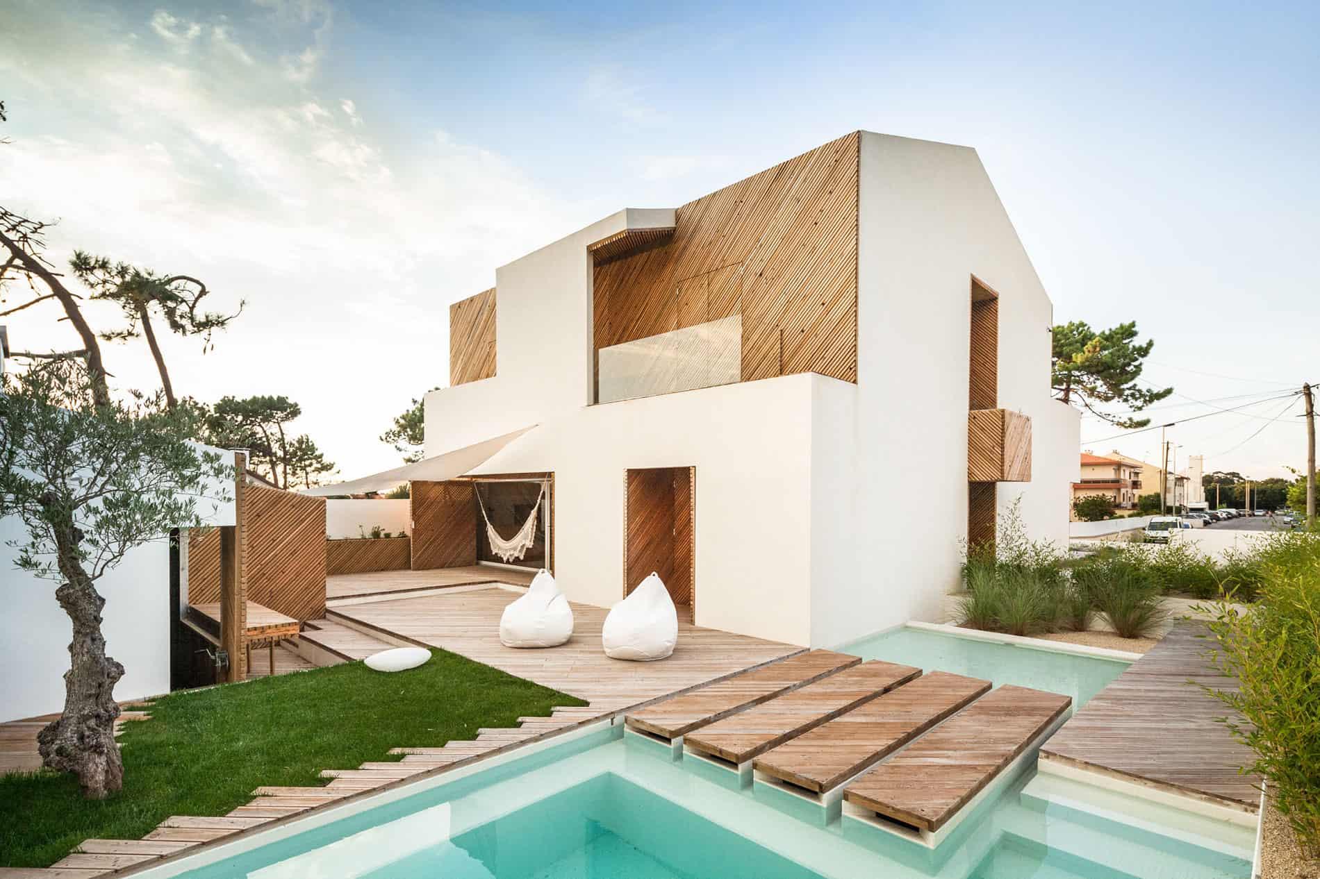 SilverWoodHouse by Ernesto Pereira