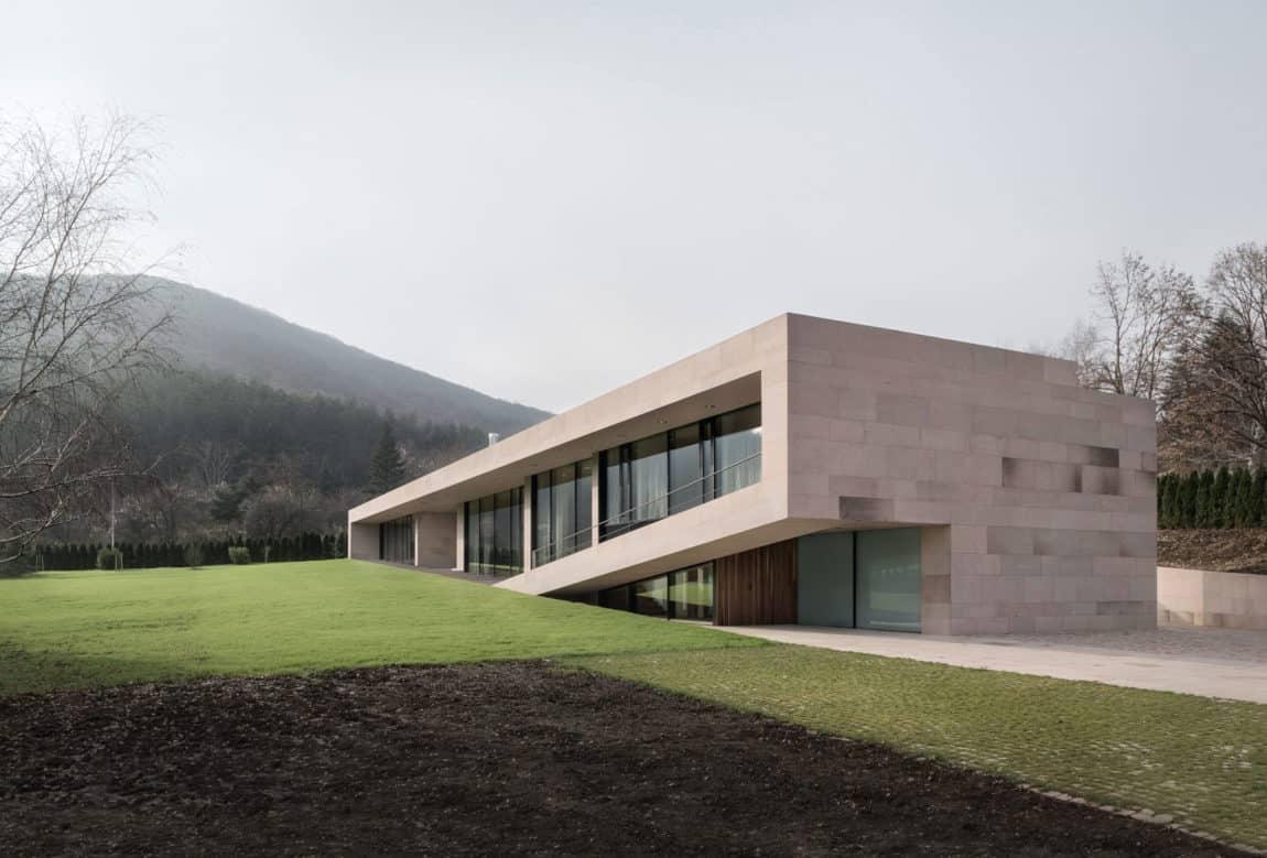 Slight Slope Long House by I/O Architects (2)