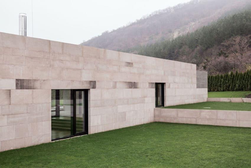 Slight Slope Long House by I/O Architects (4)