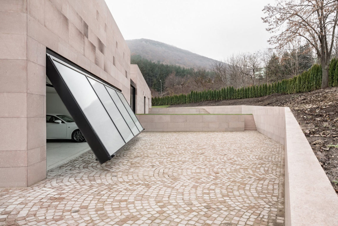 Slight Slope Long House by I/O Architects (5)