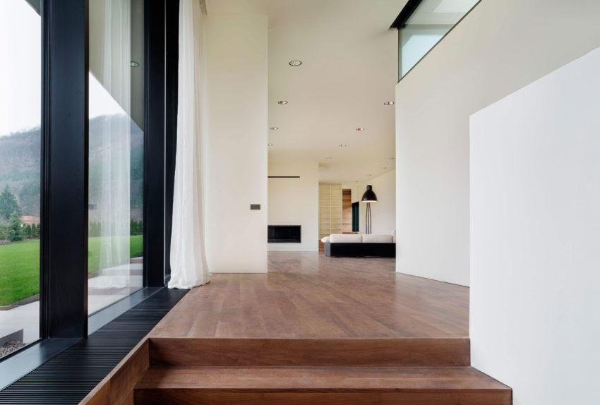 Slight Slope Long House by I/O Architects (7)