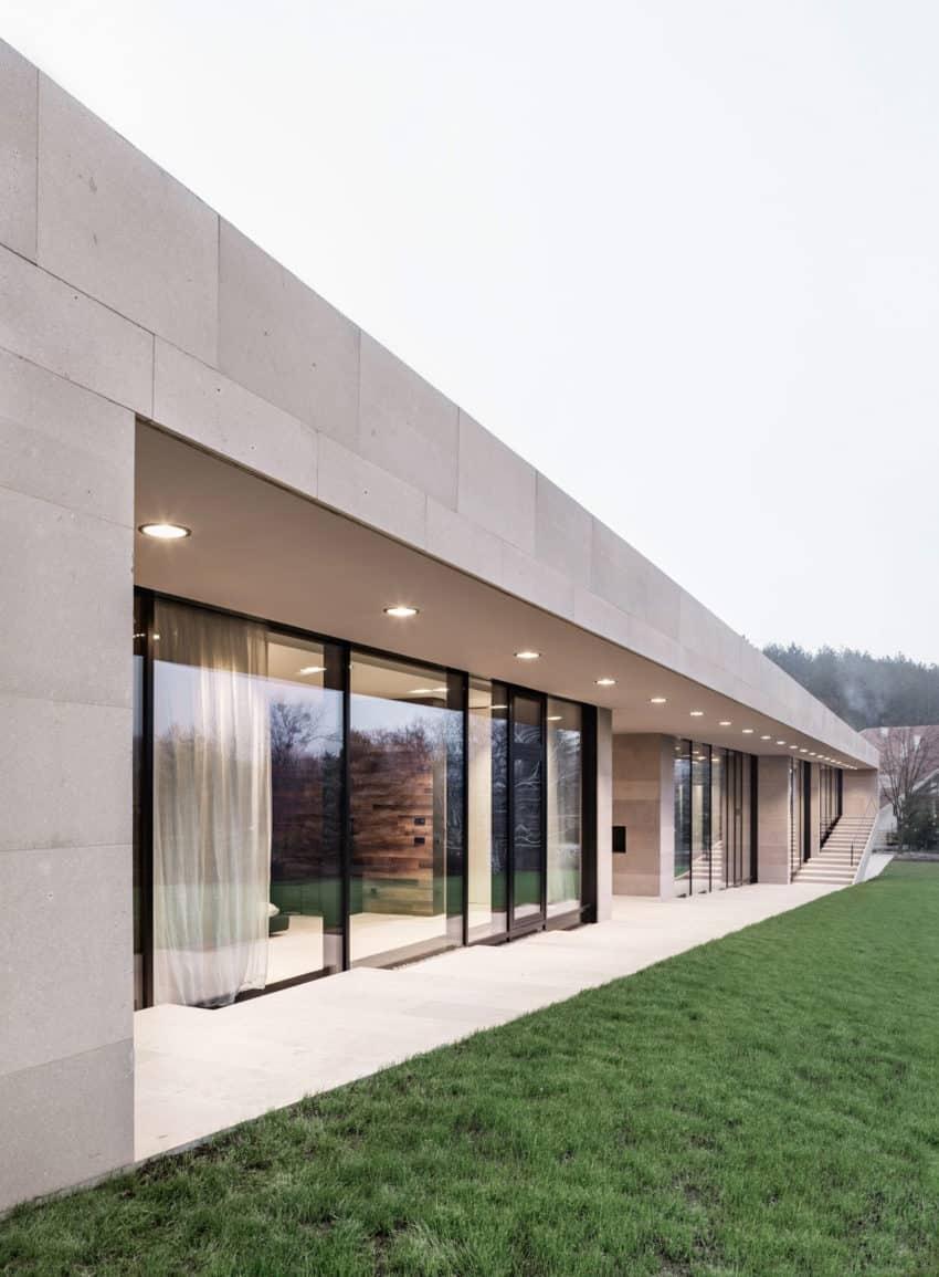 Slight Slope Long House by I/O Architects (10)