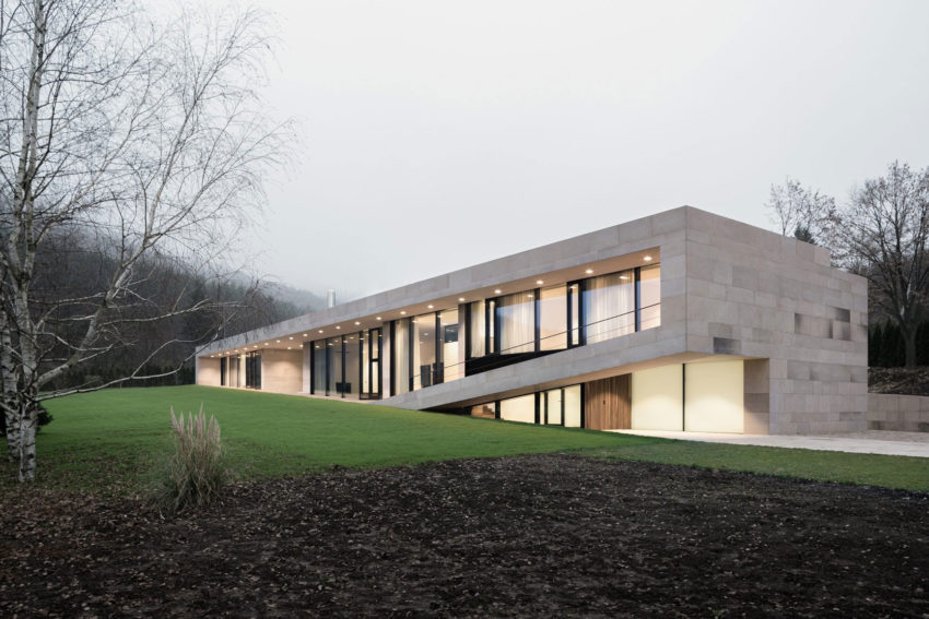 Slight Slope Long House by I/O Architects (12)