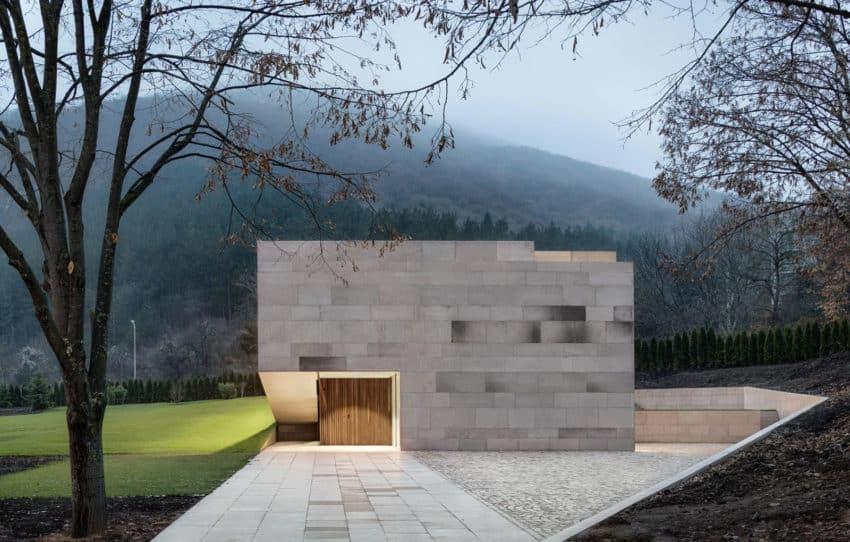 Slight Slope Long House by I/O Architects (14)