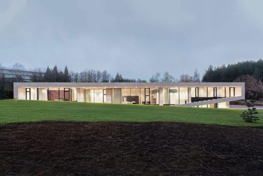 Slight Slope Long House by I/O Architects (16)