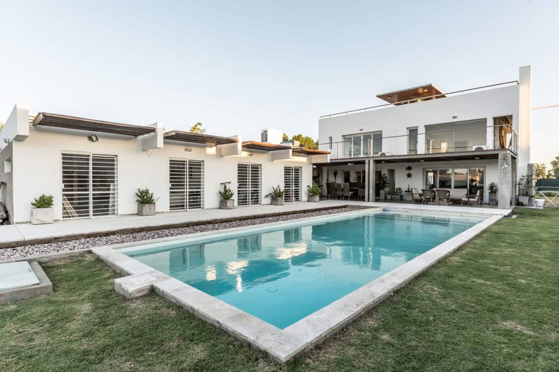 Casa La Santina by Bisio Arquitectos (1)