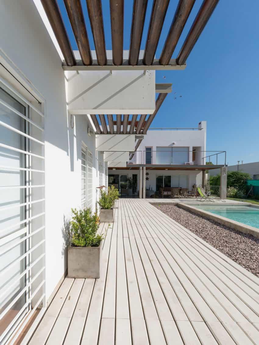 Casa La Santina by Bisio Arquitectos (4)
