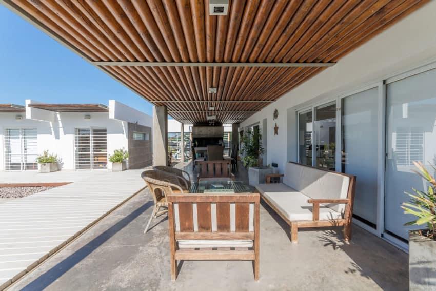 Casa La Santina by Bisio Arquitectos (5)