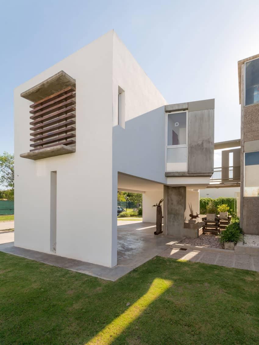 Casa La Santina by Bisio Arquitectos (8)