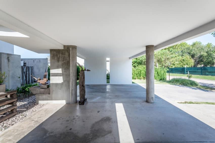 Casa La Santina by Bisio Arquitectos (10)