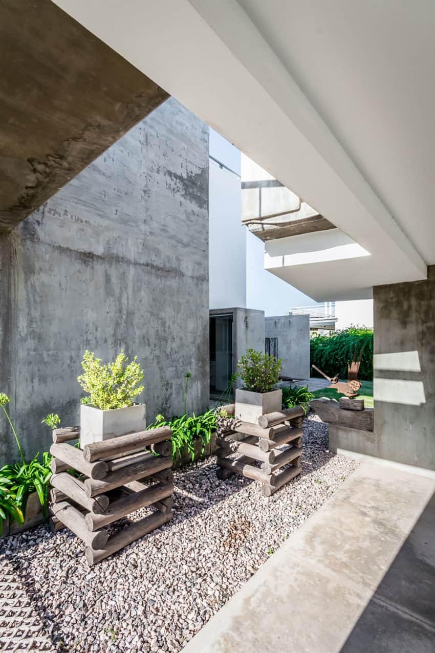 Casa La Santina by Bisio Arquitectos (11)