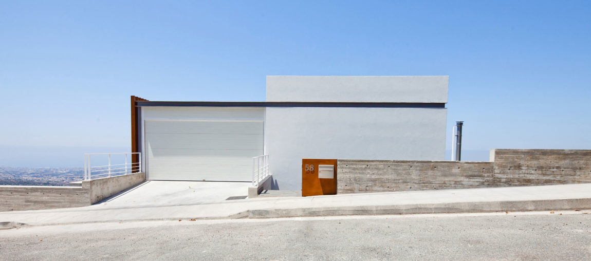 Podromos and Desi Residence by Vardastudio Architects (1)