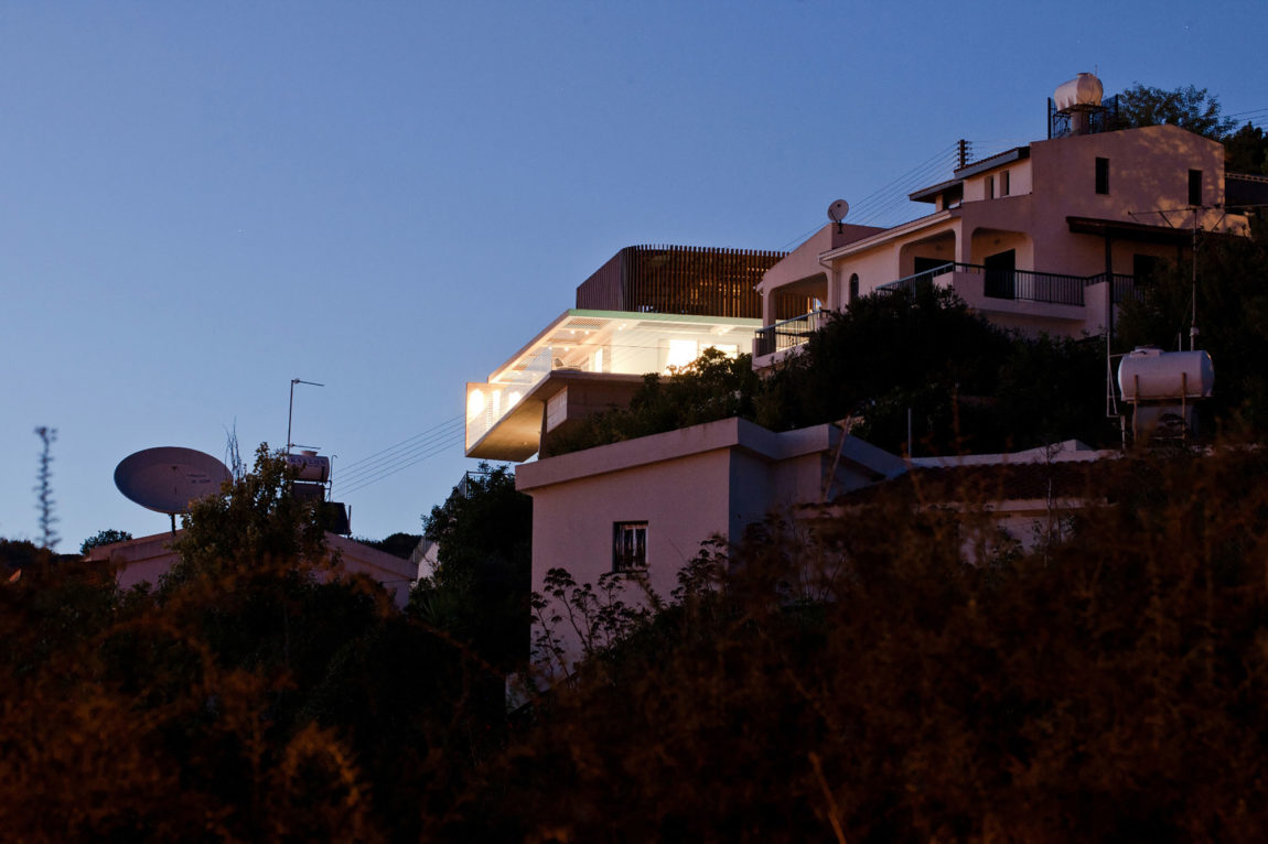Podromos and Desi Residence by Vardastudio Architects (18)