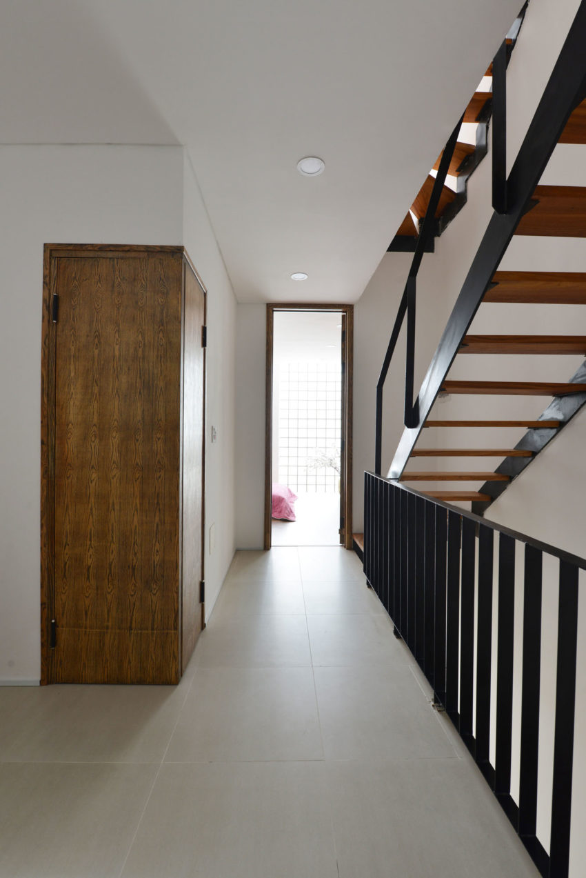 Narrow TT House in Hanoi by Adrei Studio Architecture (18)