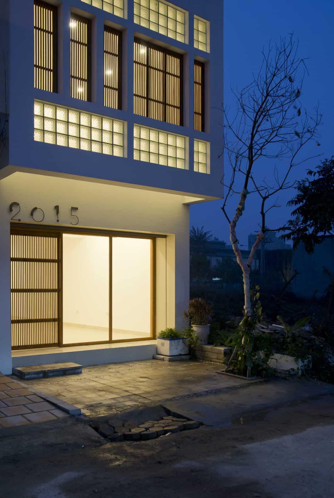 Narrow TT House in Hanoi by Adrei Studio Architecture (26)