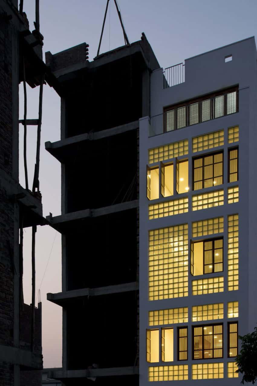 Narrow TT House in Hanoi by Adrei Studio Architecture (27)