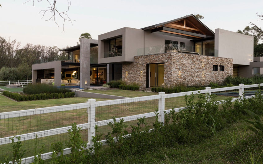 House in Blair Atholl by Nico van der Meulen (2)