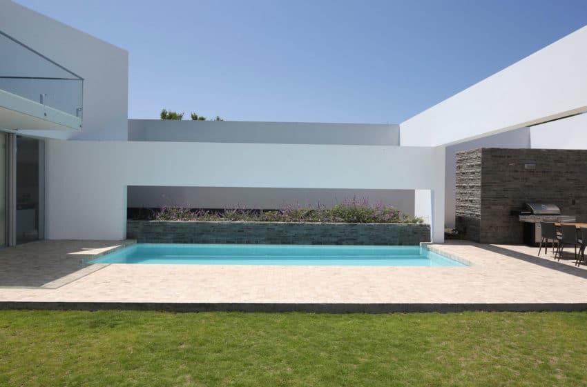Casa Patios by Riofrio+Rodrigo Arquitectos (1)