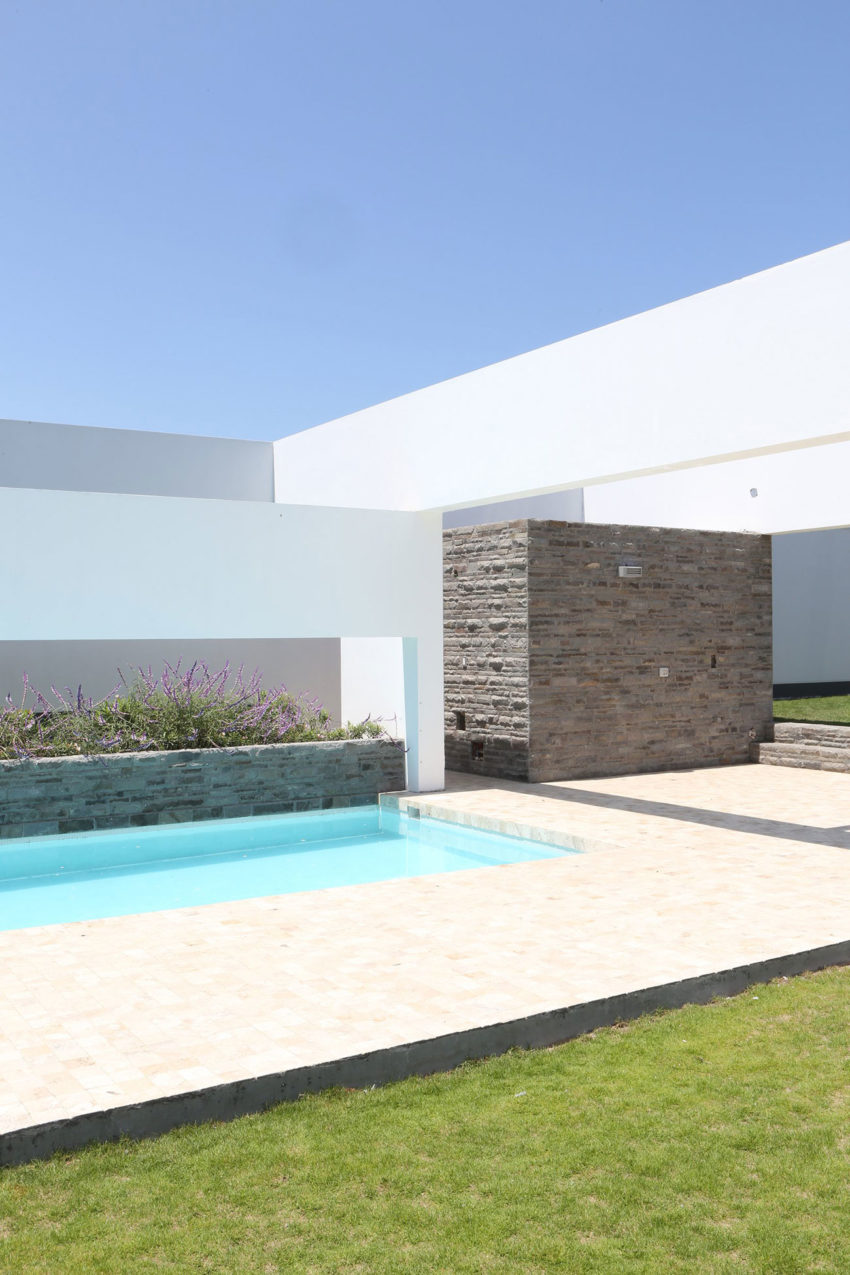 Casa Patios by Riofrio+Rodrigo Arquitectos (2)
