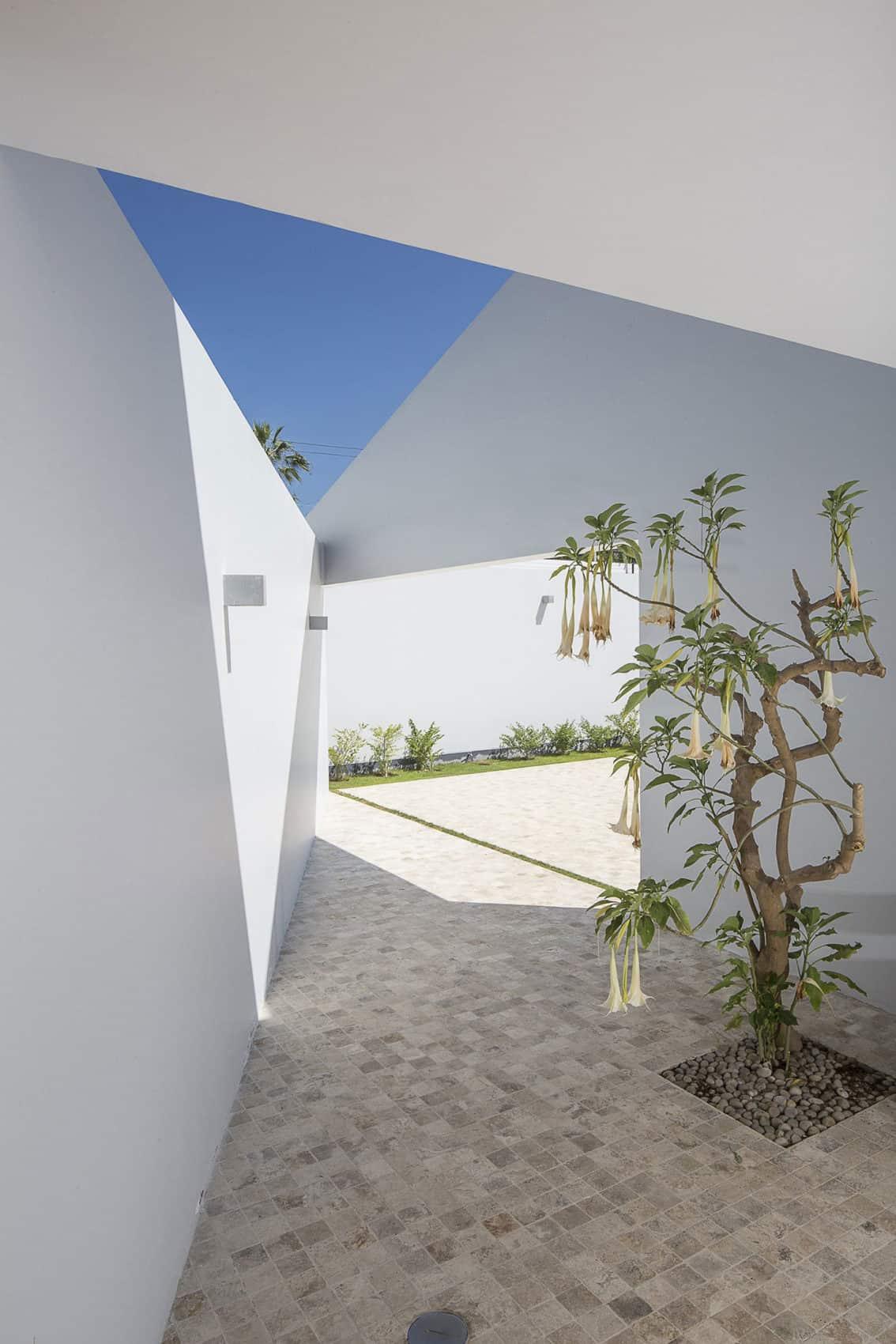 Casa Patios by Riofrio+Rodrigo Arquitectos (5)