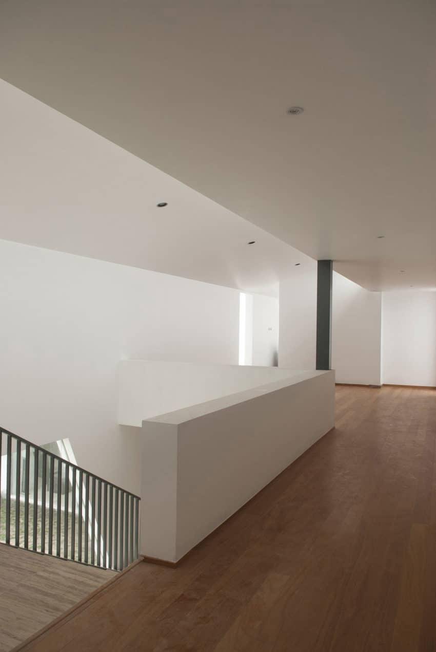Casa Patios by Riofrio+Rodrigo Arquitectos (9)