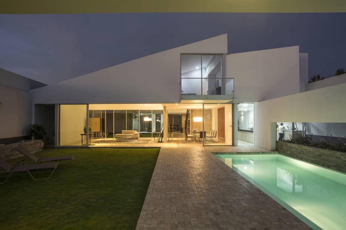 Casa Patios by Riofrio+Rodrigo Arquitectos (13)