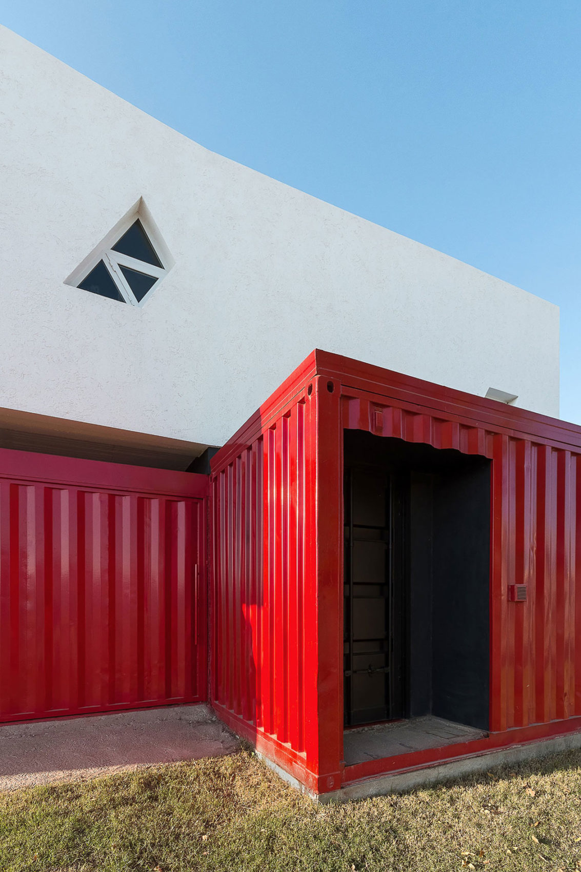 Container House by José Schreiber Arquitecto (3)