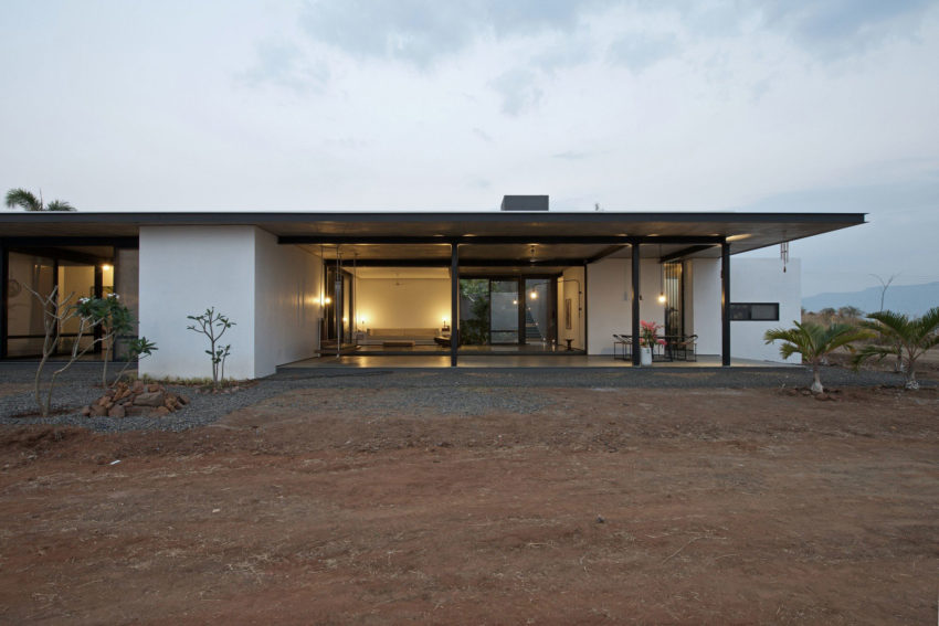 Deolali House by SPASM Design Architects (17)
