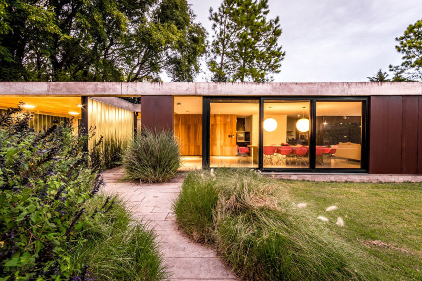 Linear House by Roberto Benito (14)