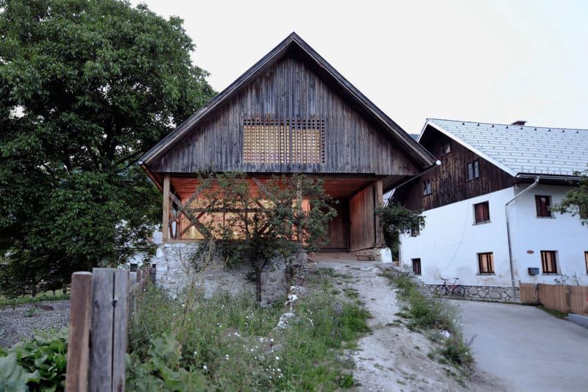 Alpine Barn Apartment by OFIS Arhitekti (2)
