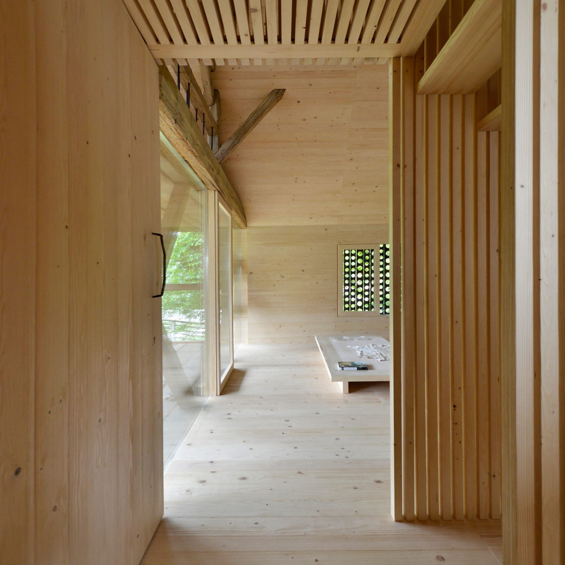 Alpine Barn Apartment by OFIS Arhitekti (5)
