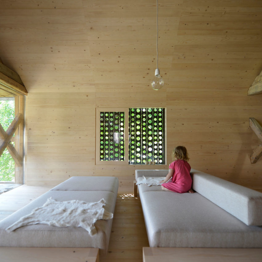 Alpine Barn Apartment by OFIS Arhitekti (9)