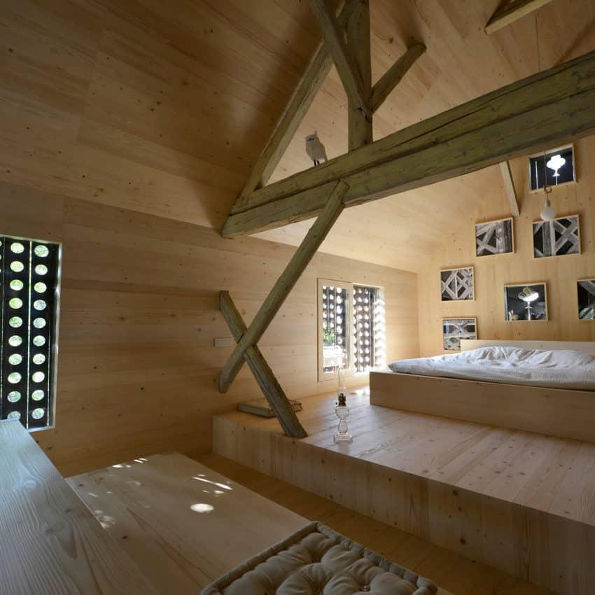 Alpine Barn Apartment by OFIS Arhitekti (15)