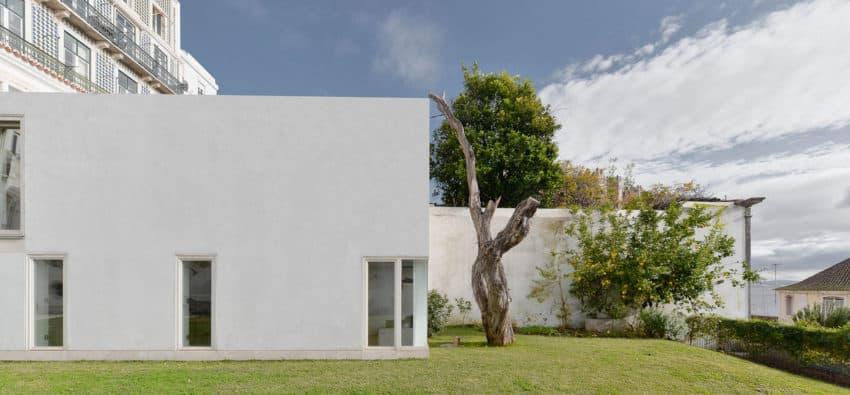 Casa na Rua de São Mamede ao Caldas by Aires Mateus (7)