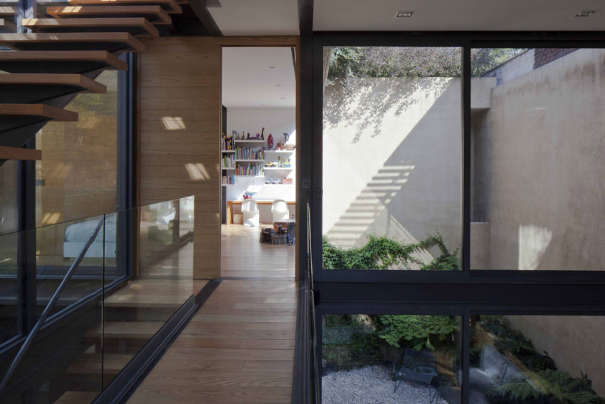 House with Four Courtyards by Andrés Stebelski Arq (18)